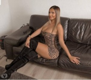 Selvina live escorts in Doral